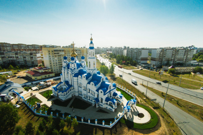 hram-aleksandra-nevskogo-700x467