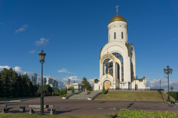 hram-georgiya-pobedonostsa-na-poklonnoj-gore-700x467
