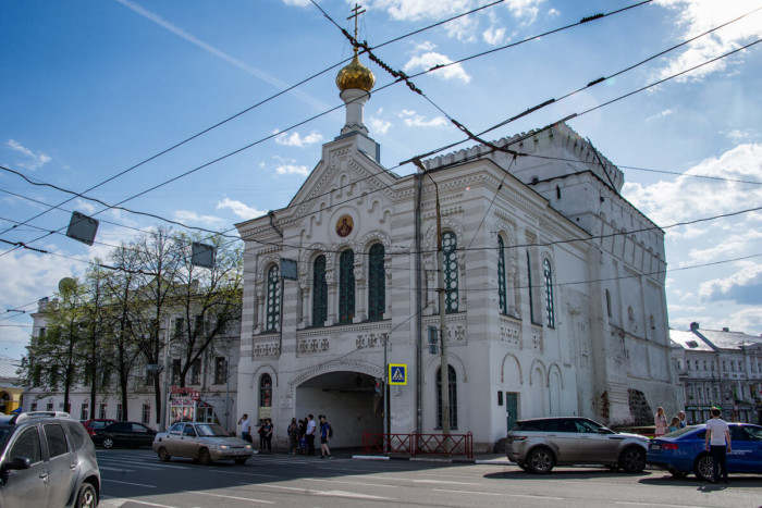 hram-ikony-bozhej-materi-znamenie-znamenskaya-tserkov-700x467