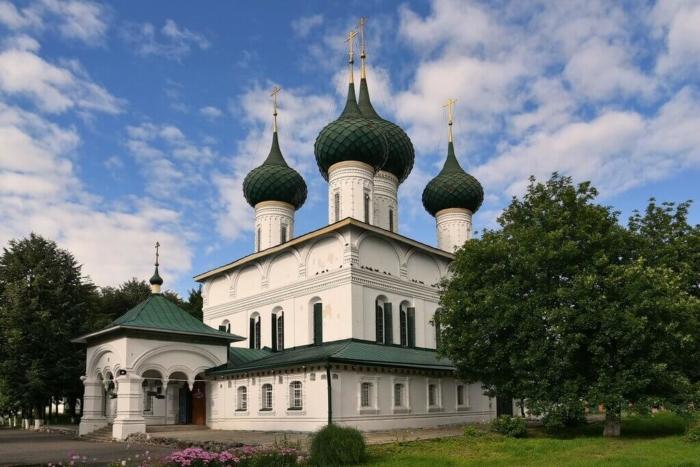 hram-ikony-bozhiej-materi-feodorovskaya-700x467