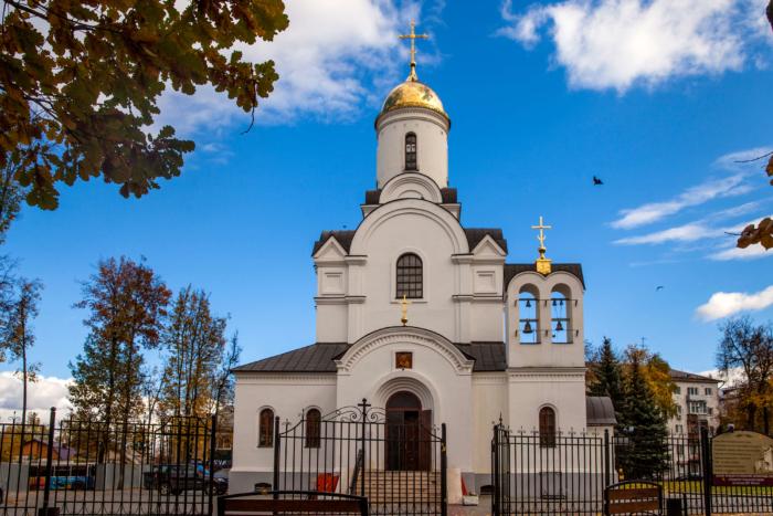 hram-kazanskoj-ikony-bozhej-materi-700x467