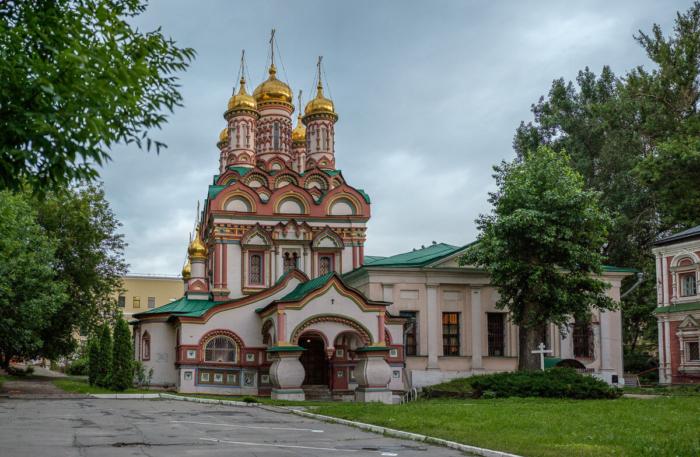 hram-nikolaya-chudotvortsa-na-bersenevke-700x457