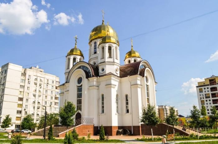 hram-pochaevskoj-ikony-bozhiej-materi-700x463