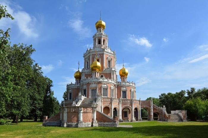 hram-pokrova-presvyatoj-bogoroditsy-v-filyah-700x466