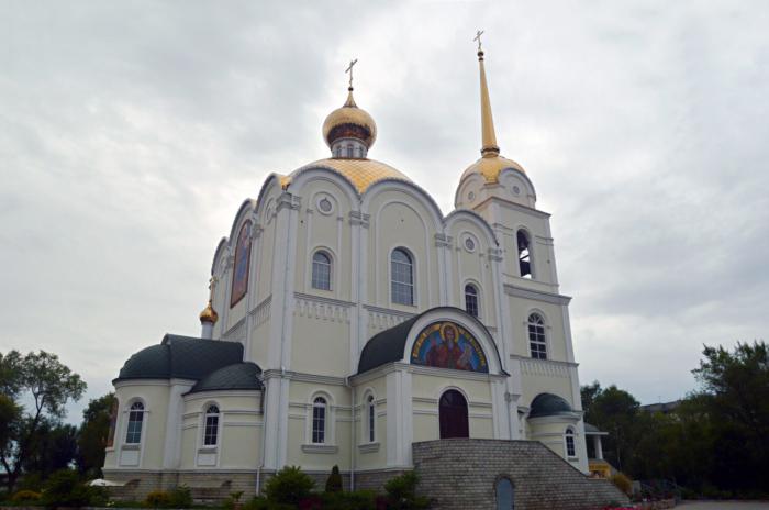 hram-prepodobnogo-sergiya-radonezhskogo-2-700x464