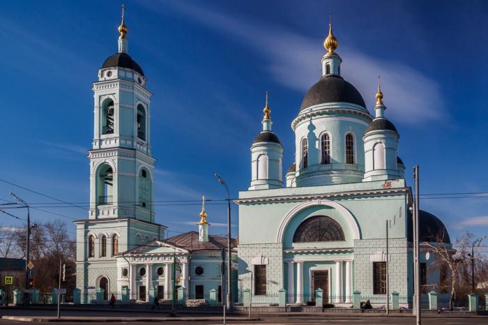 hram-prepodobnogo-sergiya-radonezhskogo-troitsy-zhivonachalnoj-700x466