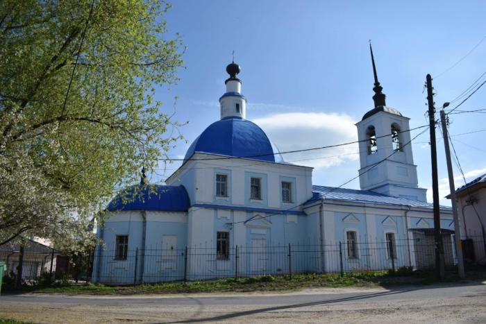 hram-sreteniya-vladimirskoj-ikony-bozhiej-materi-700x467