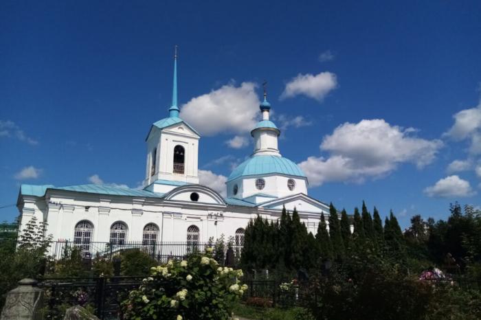 hram-svyatitelya-leontiya-700x466