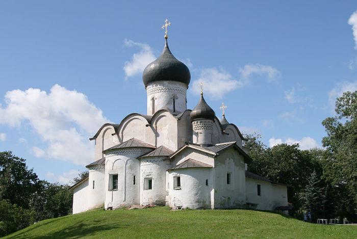 hram-svyatitelya-vasiliya-velikogo-700x469