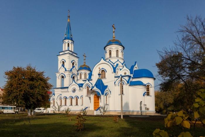 hram-svyatogo-ravnoapostolnogo-knyazya-vladimira-700x467