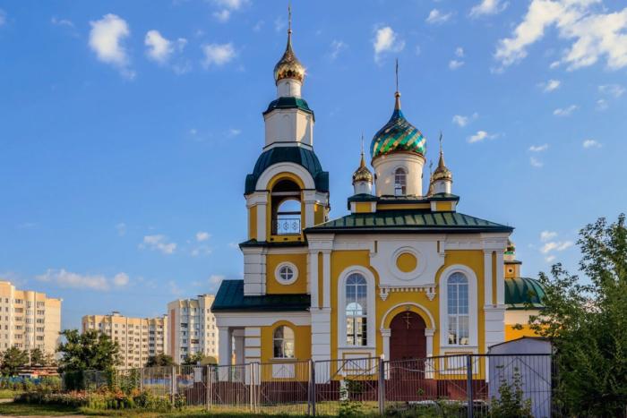 hram-svyatogo-tihona-zadonskogo-700x467
