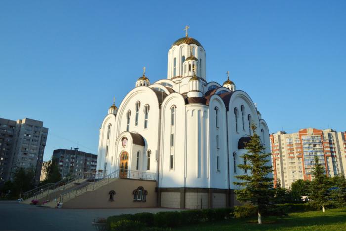 hram-svyatoj-blazhennoj-ksenii-peterburgskoj-700x467