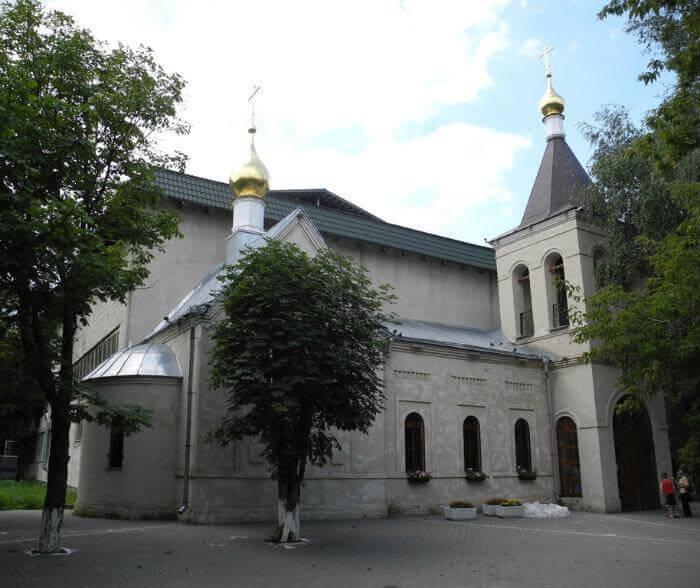 hram-svyatyh-kirilla-i-mefodiya-700x588
