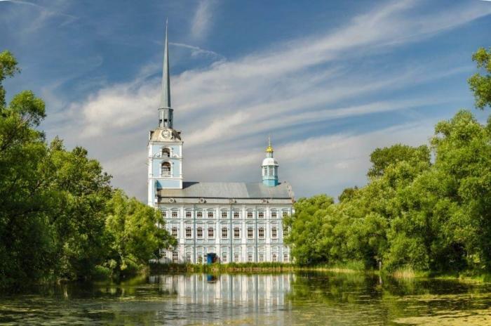 hram-svyatyh-pervoverhovnyh-apostolov-petra-i-pavla-700x464