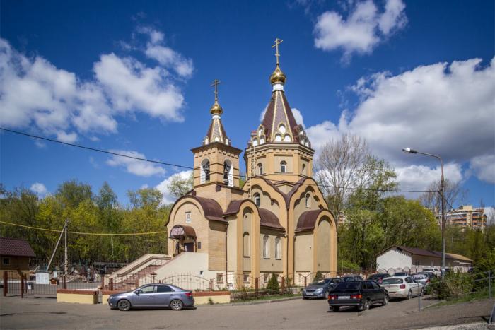 hram-svyatyh-very-nadezhdy-lyubovi-i-materi-ih-sofii-700x467