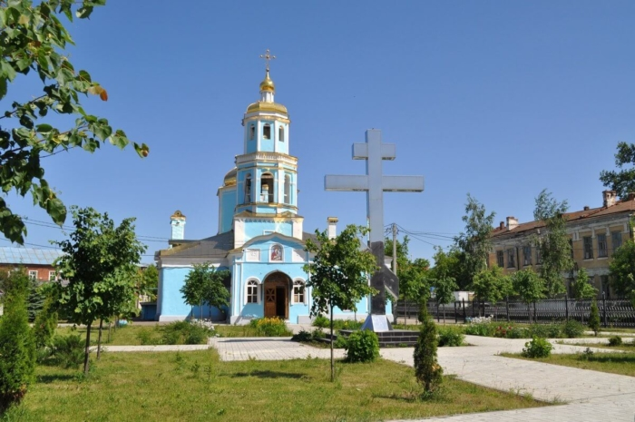 hram-tihvinskoj-ikony-bozhiej-materi-700x465