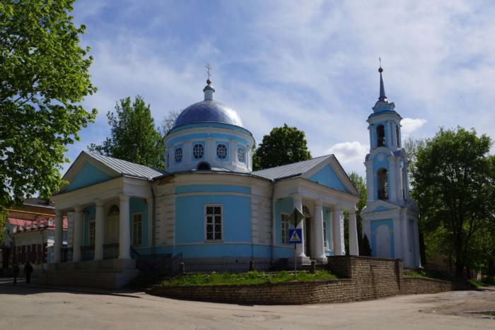 hram-uspeniya-presvyatoj-bogoroditsy-s-polonishha-700x467