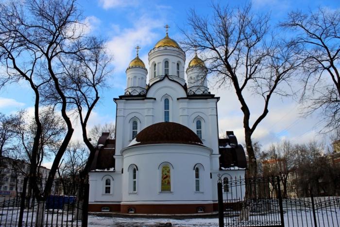 hram-v-chest-rozhdestva-hristova-700x467