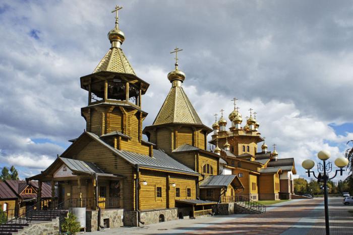 hram-velikomuchenika-georgiya-pobedonostsa-i-hram-svyatyh-muchenits-very-nadezhdy-lyubovi-materi-ih-sofii-700x467