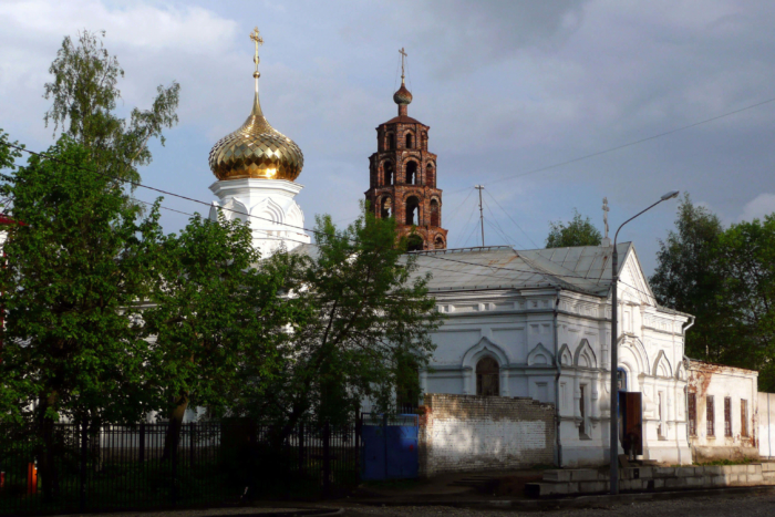 hram-velikomuchenika-nikity-700x467