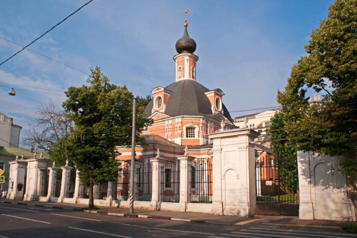 hram-velikomuchenitsy-ekateriny-na-vspole-700x467