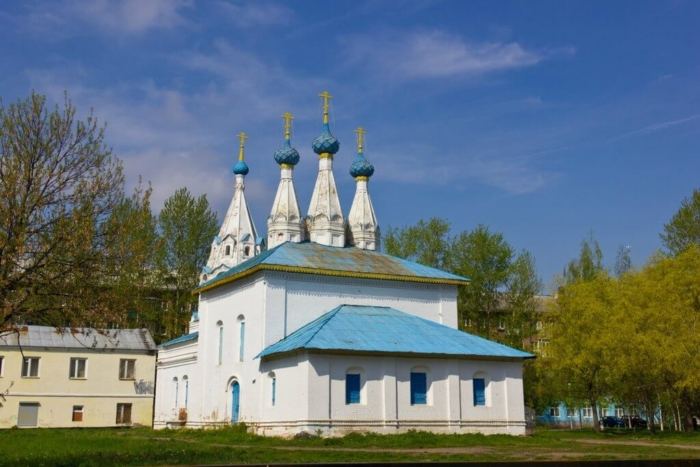 hram-vladimirskoj-ikony-bozhiej-materi-na-bozhedomke-700x467
