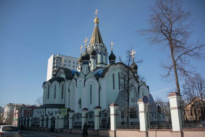 hram-voskreseniya-hristova-v-sokolnikah-700x468
