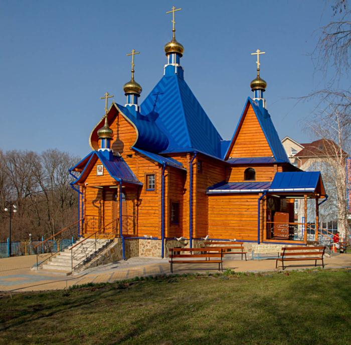 hram-vvedeniya-vo-hram-presvyatoj-bogoroditsy-700x687