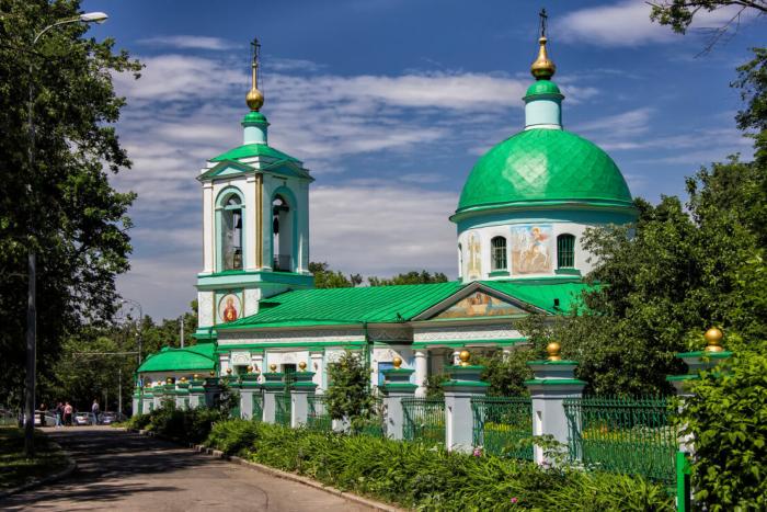 hram-zhivonachalnoj-troitsy-na-vorobyovyh-gorah-700x467