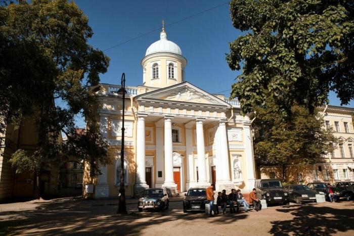 lyuteranskaya-tserkov-svyatoj-ekateriny-700x467