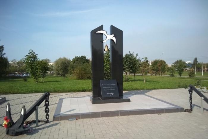 memorial-moryakam-goroda-cherepovtsa-i-cherepovetskogo-rajona-zashhitnikam-rodiny-700x467