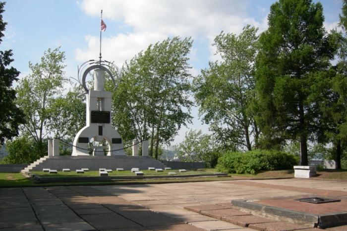 memorialnyj-kompleks-na-gore-vyshka-700x467