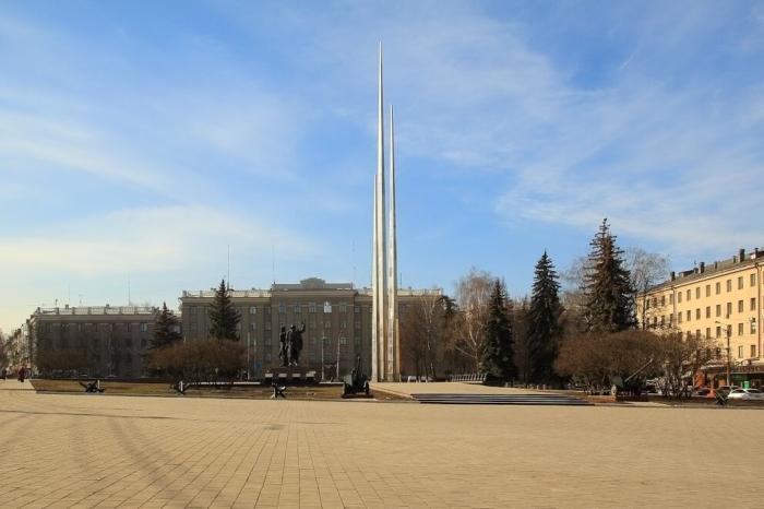 memorialnyj-kompleks-tri-shtyka-700x466