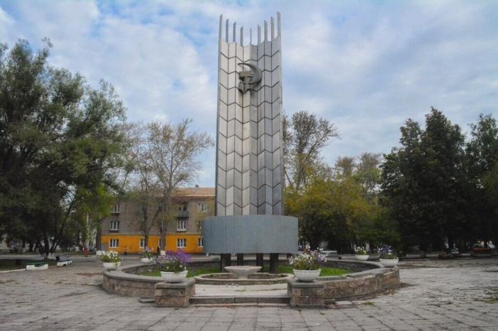 monument-trudu-700x466
