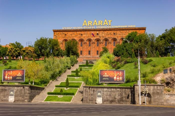 muzej-konyachnogo-zavoda-ararat-700x467