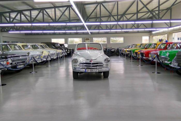 muzej-retro-avtomobilej-700x467