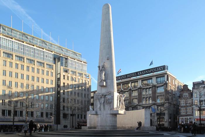 natsionalnyj-monument-700x467