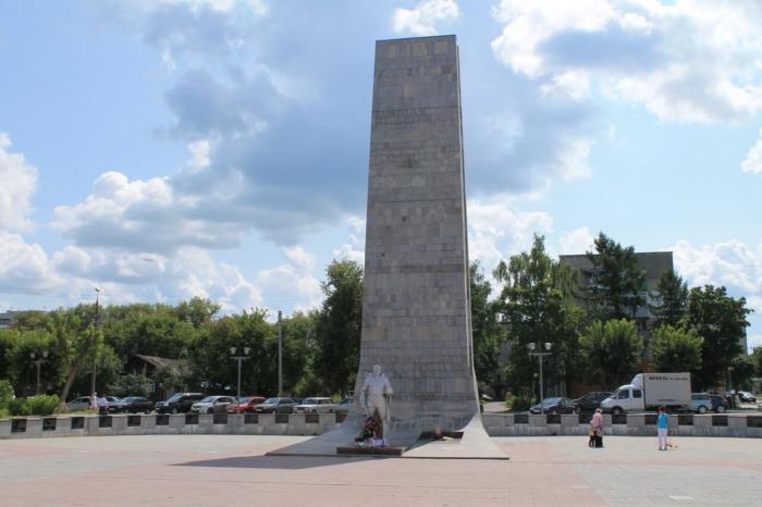 obelisk-voinam-pogibshim-v-gody-velikoj-otechestvennoj-vojny-700x466