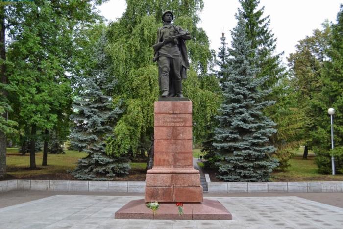 pamyatnik-aleksandru-matrosovu-700x467