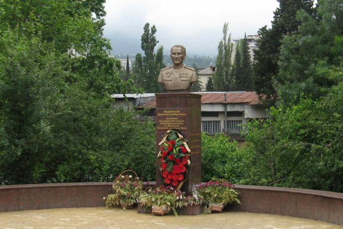pamyatnik-dzhalilyu-nadzhabovu-700x467