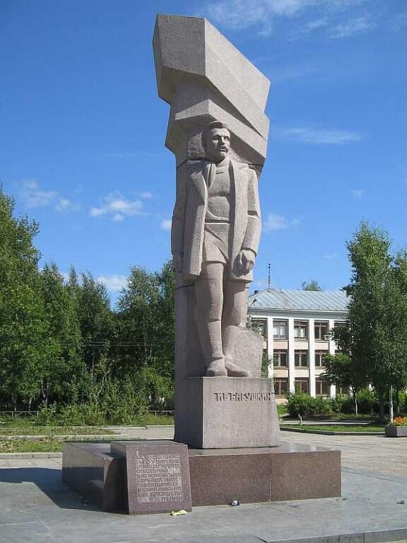 pamyatnik-iv-babushkinu