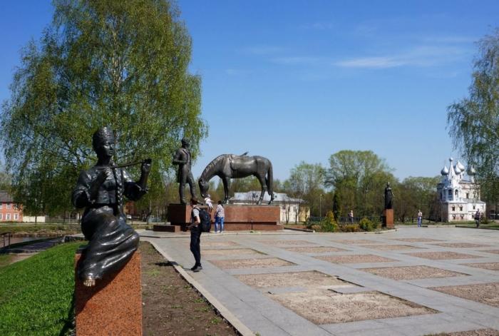 pamyatnik-kn-batyushkovu-700x471