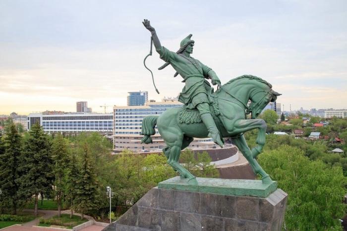 pamyatnik-salavatu-yulaevu-700x467