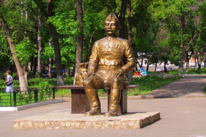 pamyatnik-soldatu-velikoj-otechestvennoj-vojny-700x466