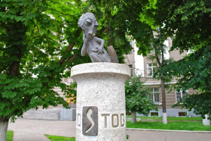 pamyatnik-studencheskomu-hvostu-700x469