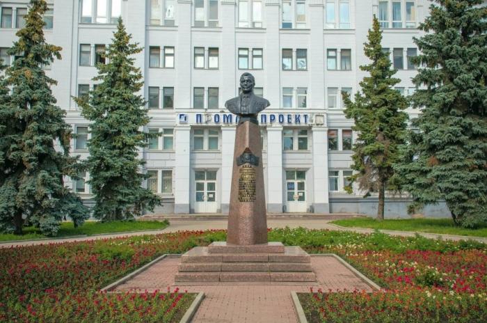 pamyatnik-sv-ilyushinu-700x464
