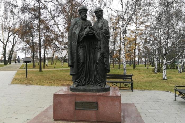 pamyatnik-svyatym-petru-i-fevronii-1-700x466