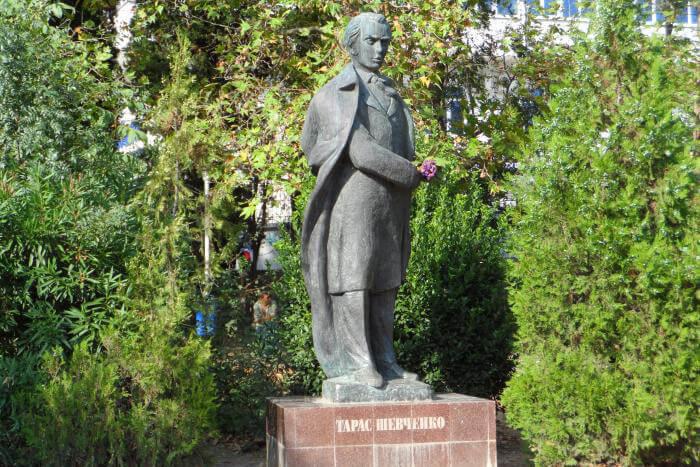 pamyatnik-tg-shevchenko-700x467