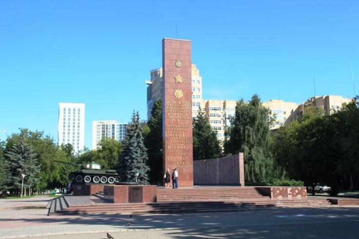pamyatnik-uralskomu-dobrovolcheskomu-korpusu-700x466