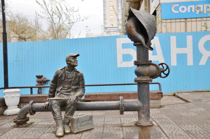 pamyatnik-vodoprovodchiku-700x464